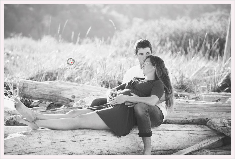 beach maternity photography session